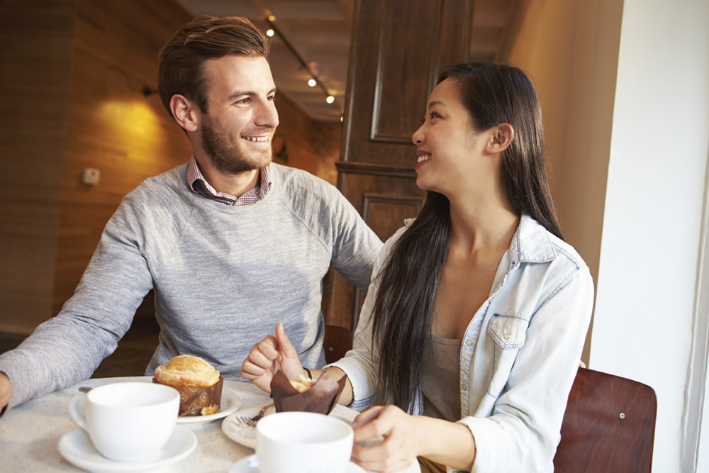 Couple-at-Cafe